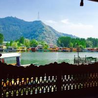 New Sea Palace Houseboats, hotel in Srinagar