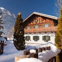 Holidaysun, Chalet Foresthouse, Detached Villa, Panorama Sauna, 1000 qm garden, mountainview, whirlpool, sledges, BBQ&bikes&sunbeds for free