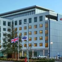 Hampton by Hilton Luton Airport, hotel in Luton