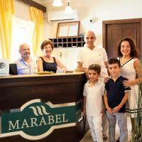 Hotel Marabel, hotell i Sant'Alessio Siculo