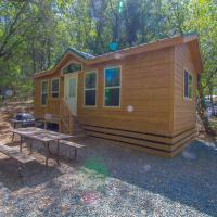 Oakzanita Springs Camping Resort Cottage 4, hotel in Descanso