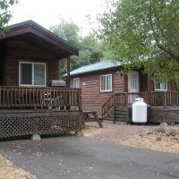 Russian River Camping Resort Studio Cabin 4, hotel in Cloverdale