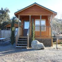 Oakzanita Springs Camping Resort Cabin 2, hotel in Descanso