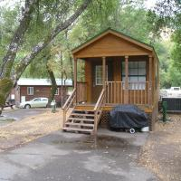 Russian River Camping Resort One-Bedroom Cabin 1, hotel in Cloverdale