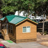Russian River Camping Resort Cottage 9, hotel in Cloverdale