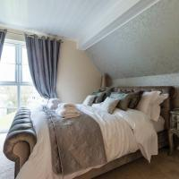 Luxury 3 Bed Home by the Lake, hotel in South Cerney