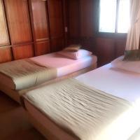 Rainbow House Resort, hotel in Kamphaeng Phet