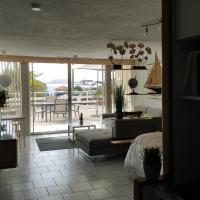 Cozy Apartment, Ocean Front