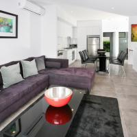Views from Red Hill - Modern and Spacious Split-Level Executive 3BR Red Hill Apartment Close to CBD