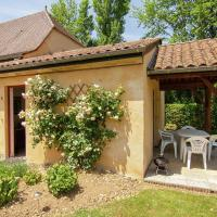 Pleasant Cottage with Pool in Vezac South of France