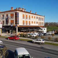 Hostal CASASNOVAS, hotel in Silleda