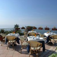 Hotel Baia Verde, отель в Майори
