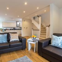 Finchley Central Luxury 2/3 bed triplex loft style apartment, hotel in Hendon