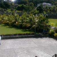 Paradise Beach Hotel, hotel in Kingstown