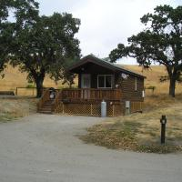 San Benito Camping Resort One-Bedroom Cabin 3, hotel in Paicines