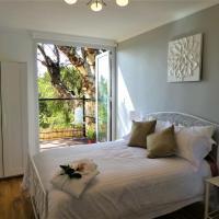 Treetops Cottage, hotel em Perth