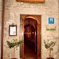Hostal Las Coronas, hotel en Sos del Rey Católico