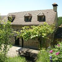 Spacious Holiday Home in Alvignac with Swimming Pool, Hotel in Alvignac