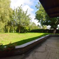 Inviting Holiday Home in Beauraing with Garden, Terrace, BBQ, hotel in Honnay