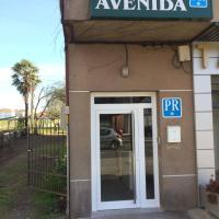 Pensión Avenida, hotel in O Pedrouzo