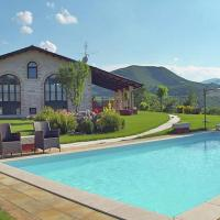 Lovely holiday home with swimming pool, spacious garden, beautiful view and a pony, hotell i Acqualagna