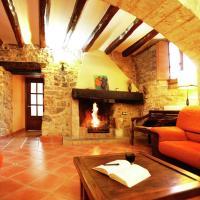 Countryside Mansion in La Llacuna with Private Pool, hotel en La Llacuna