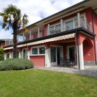 Fabulous Villa in Barasso near Lake, hotell i Comerio