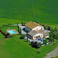Authentic farmhouse in the Val D'Orcia with pool and stunning views, hotell i Contignano