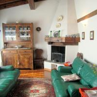 Cozy Holiday Home on Lake Idro bank with warm interiors, hotel ad Anfo