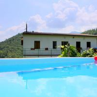 Welcoming Holiday Home in Molazzana with Private Pool, hotel a Molazzana