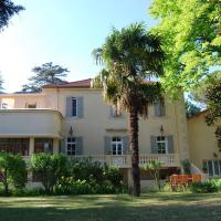 Lovely Country Cottage in Valreas with Swimming Pool