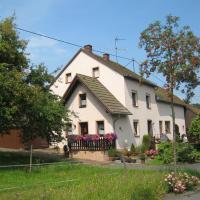 Spacious Apartment in Deudesfeld with Garden, hotel in Deudesfeld