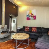 Luxurious Bungalow in Bullange with Jacuzzi, hotel in Wirtzfeld