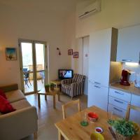 Cosy Holiday Home in Parghelia with Terrace, hotell i Parghelia