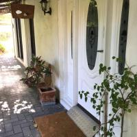 Aarn House B&B Airport Accommodation, hotel dicht bij: Luchthaven Perth - PER, Perth