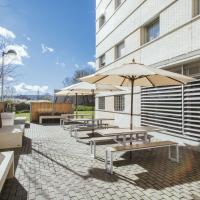 Residencia Universitaria Los Abedules, hotel perto de Aeroporto de Pamplona - PNA, Pamplona