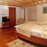 Hotel Monika, hotel in Trogir