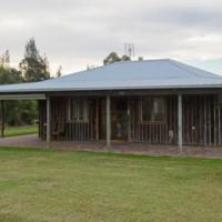 Lovedale Red Gum Cottage, hotel in Lovedale