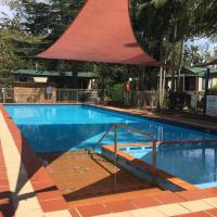Twin Dolphins Holiday Park, hotel in Tuncurry