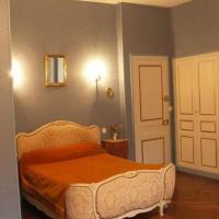 Chambres d'Hôtes Le Château des Requêtes, hotel in Alençon
