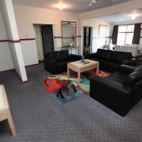 Macquarie Cottage, hotel near Dubbo Airport - DBO, Dubbo