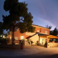 Epavlis Apartments, ξενοδοχείο στο Πόρτο Χέλι