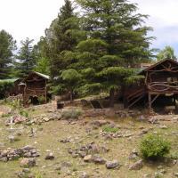 """Suenos del Bosque """"Cabanas & Vagones"""", hotel en Atos Pampa"""