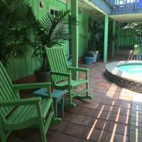 Upper Deck Hotel and Bar - Adults Only, hotel in South Padre Island