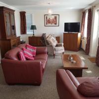 1 Derby Court Castletown, hotel in Castletown
