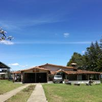 Al Bosque Hostel & Glamping, hotel en Santa Elena