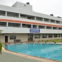 RNS Golf Resort & Nature Cure Centre, hôtel à Māvalli