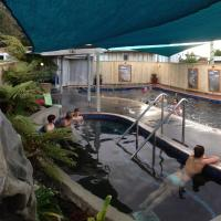 Athenree Hot Springs & Holiday Park, hotel in Waihi Beach