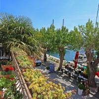 Wine Garden Rooms, hotel in Skradin