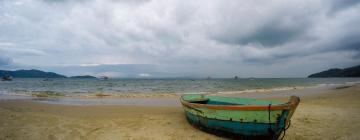 Hotels near Zimbros beach